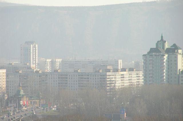Вблизи Новокузнецк кажется таким красивым, а издалека всё впечатление портит подозрительная дымка