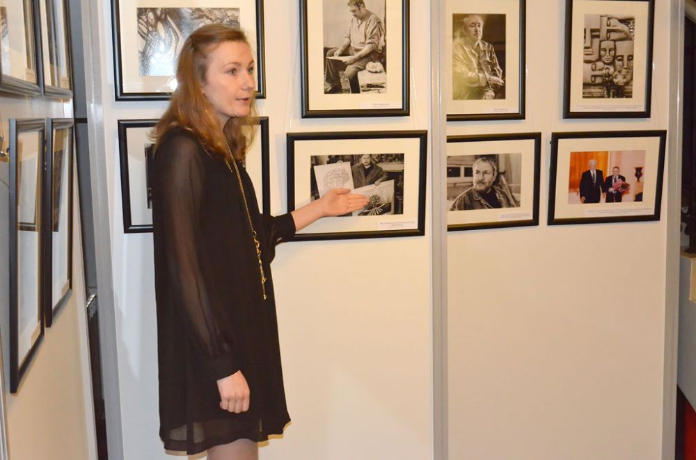 После официальных поздравлений состоялось торжественное открытие фотовыставки «Скульптор своей судьбы»