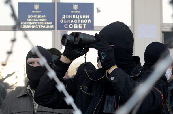 Протестанты захватили здания Донецкой и Харьковской областных госадминистраций, управления СБУ по Донецкой и Луганской областям.