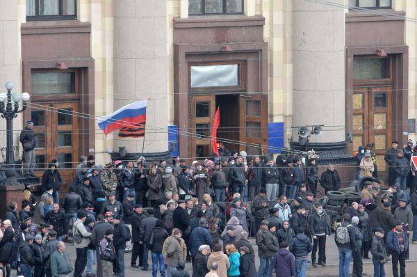 В Харькове удалось разблокировать здание администрации лишь путём штурма.
