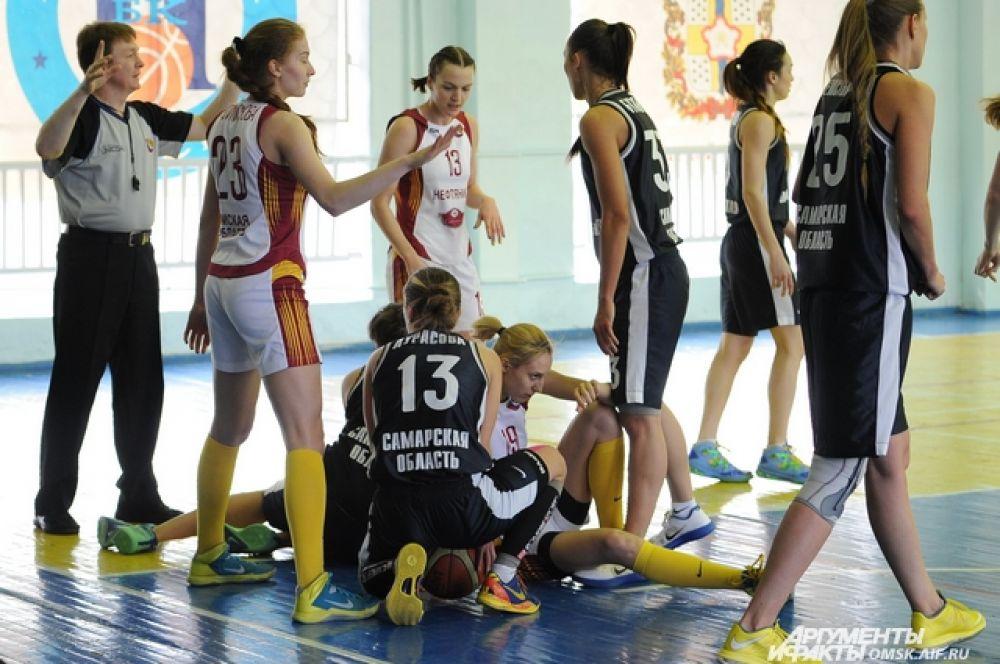 Омские баскетболистки «Нефтяник-Авангард» обыграли «Политех СамГТУ» из Самары.