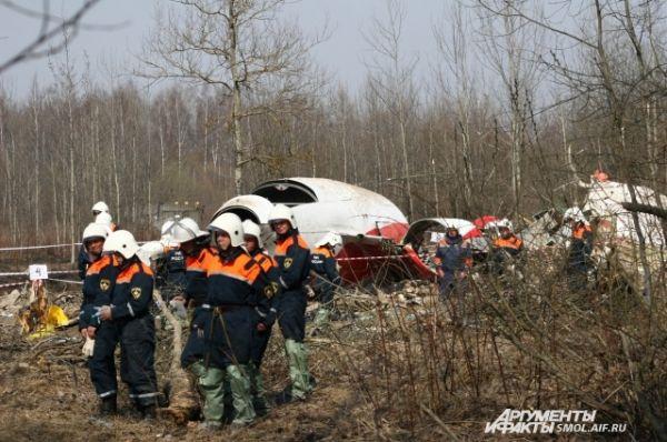 Спасатели на месте трагедии.