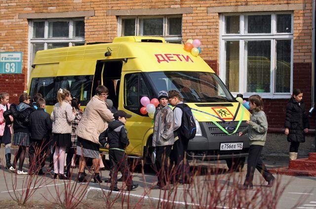 Педагоги и ученики пообещали бережно относиться к новой машине