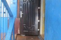 Проникнуть за железную дверь легко, если ключ под ковриком.