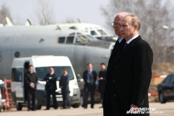 Владимир Путин на церемонии передачи останков погибших на аэродроме.