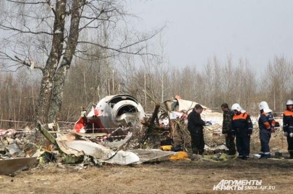 Военные и спасатели на месте трагедии.