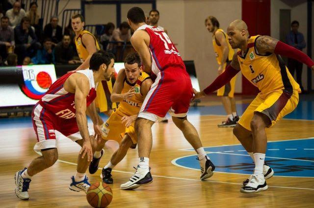 Баскетболисты «Урала» уступили в первом матче плей-офф гостям из Сургута