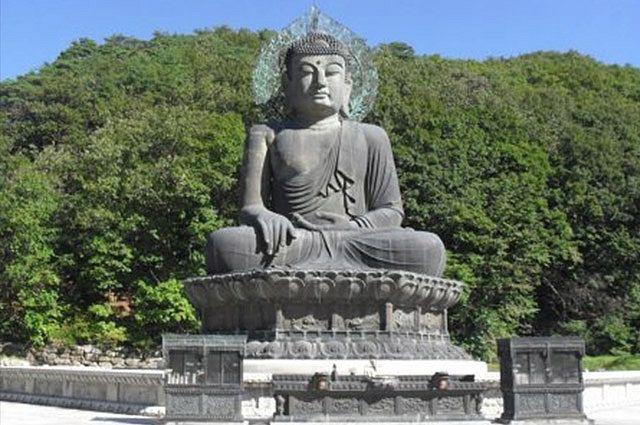 По дороге к буддийскому храму.