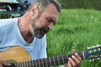 Песни в исполнении Николаева звучат жизнеутверждающе и гармонично со временем.
