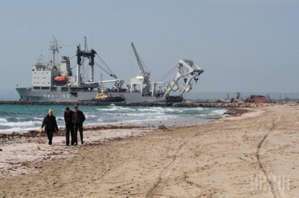 Корабли ЧФ России разблокируют озеро Донузлав в Крыму