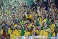 Сборная Бразилии после победы в Кубке Конфедераций 2013 года.