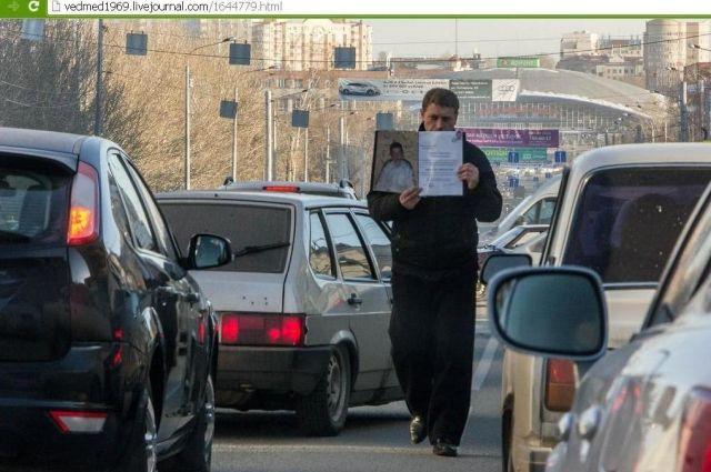 Блогеры усомнились в искренности людей, просящих милостыню в Челябинске