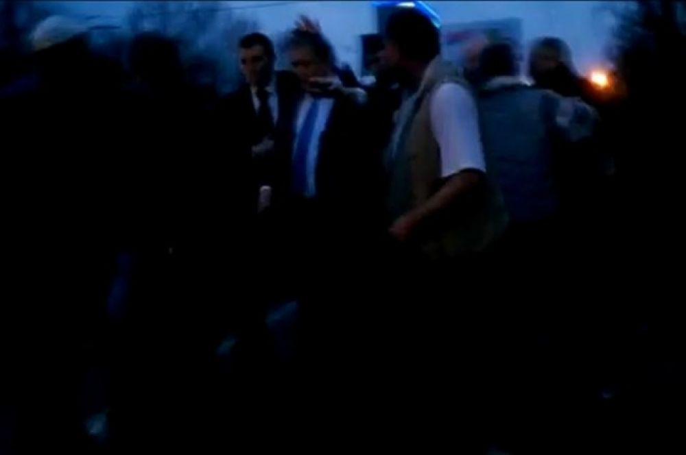 В Луганске освистали и избили Добкина