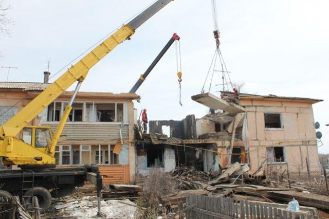 На месте дома, разрушенного из-за взрыва, построят новый.