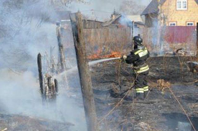 Пал травы в садоводствах может привести к возгоранию дома.