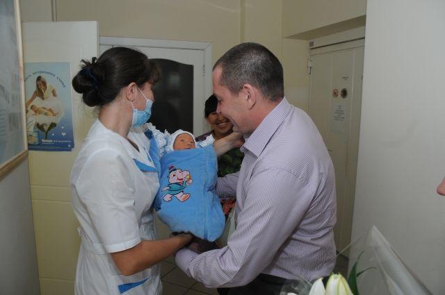 В Омске увеличилось количество новорождённых.
