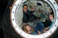 Лев Пигалицын с учениками в спускаемом аппарате СОЮЗ ТМ-4