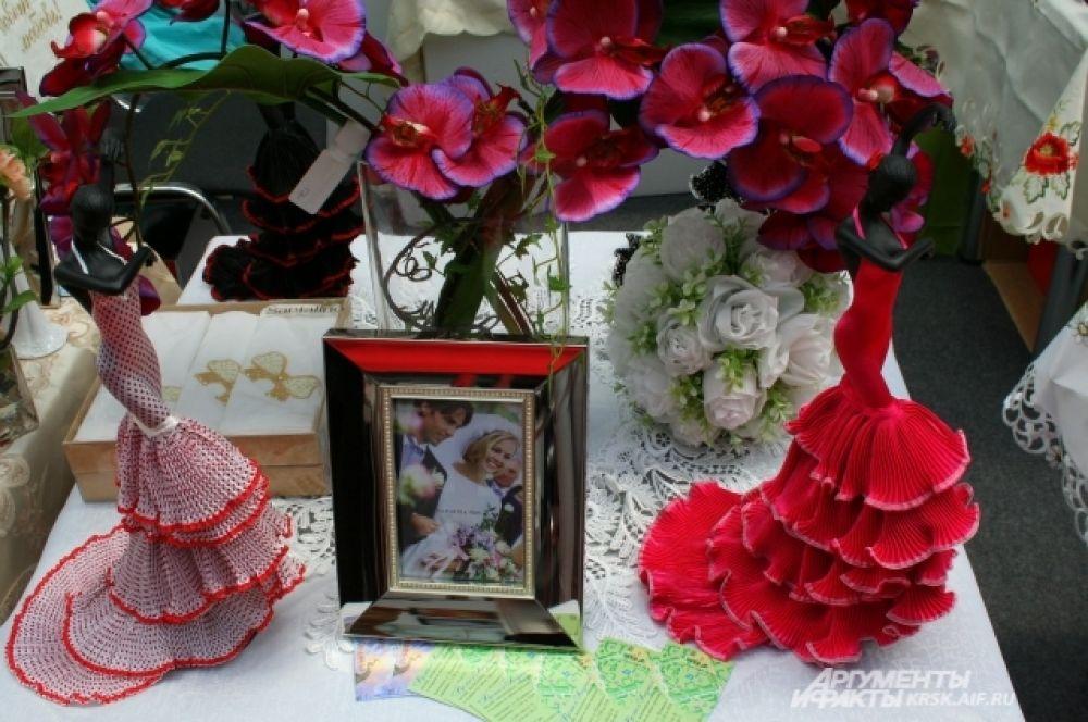 Любой свадебный аксессуар можно найти на выставке.