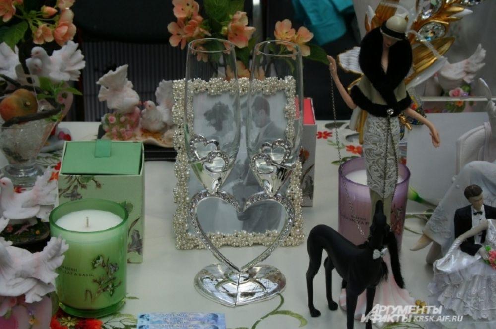 Свечи, бокалы, ленты и бусы - как всё красиво!