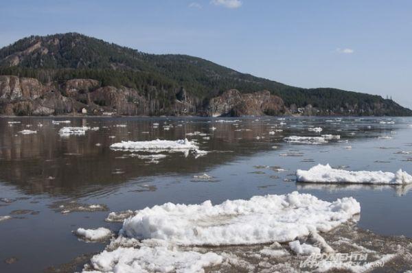 Лёд проплыл мимо Красноярска по течению.