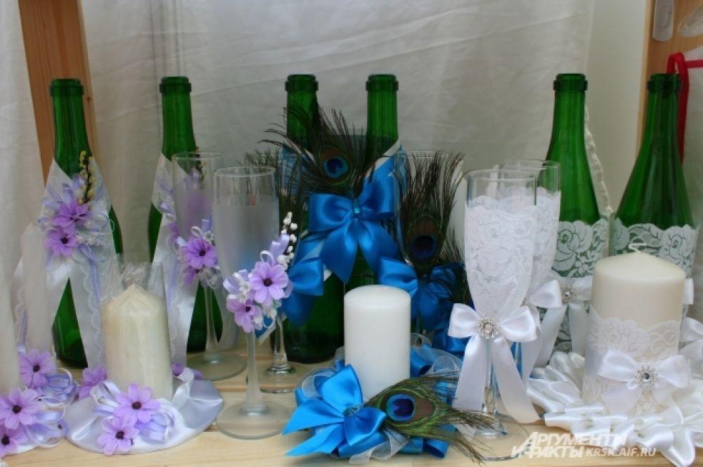 Оформление бутылок шампанского для молодожёнов также можно подобрать индивидуально.