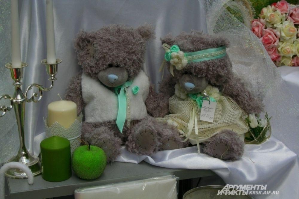 Куклы жениха и невесты можно сделать и такими оригинальными и современными.