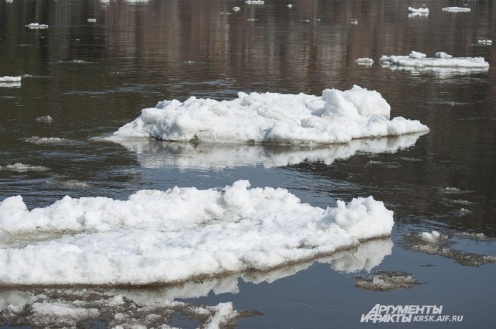 Льдины шли по реке только один день.