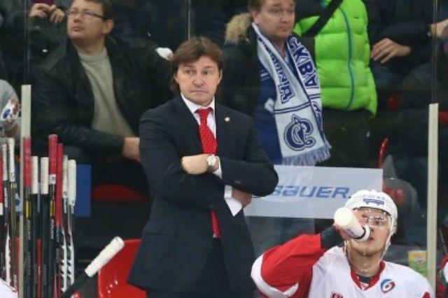 Тренер Юрий Леонов во время матча