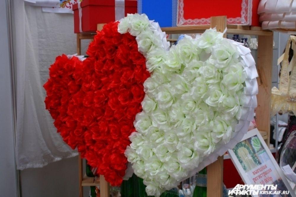 Для молодожёнов в день свадьбы важна каждая мелочь - и оформление, и цветы, и даже ленточки для свидетелей.