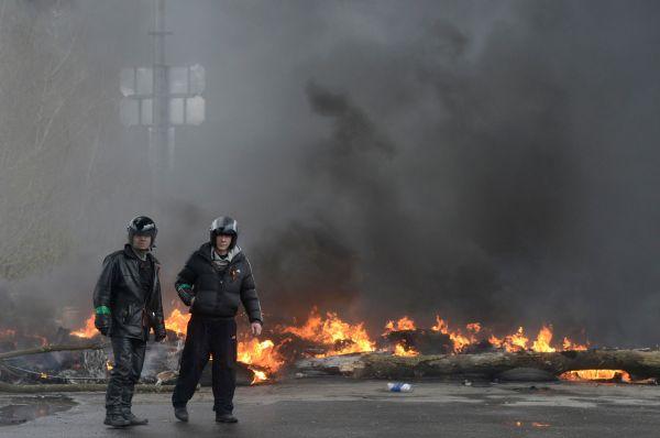 Через пару часов Арсен Аваков заявил о жертвах «с обеих сторон».