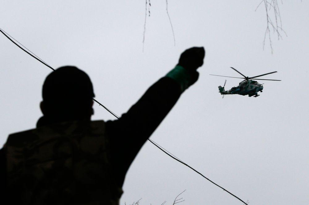 Над городом также были замечены вертолёты, а на подъезде к нему образовались пробки.