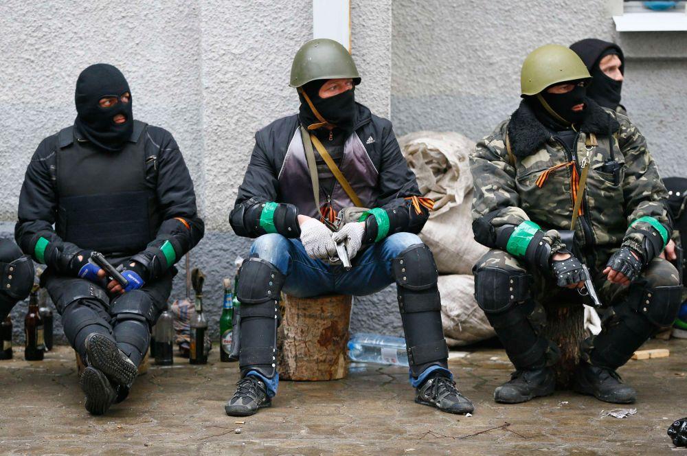 В ответ на это возглавивший МВД Украины после смены власти Арсен Аваков сообщил оначале проведения операции. Поступили сообщения о стрельбе в городе. Въезд в город со стороны Донецка был перекрыт постом ДАИ при поддержке БТР.