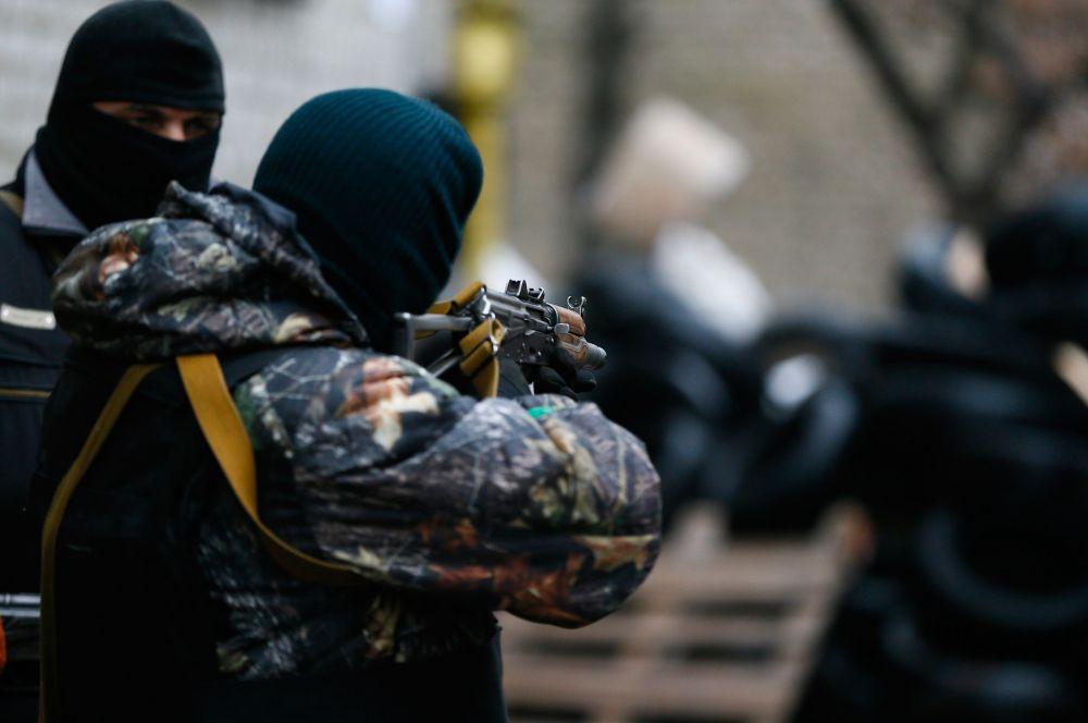 По утверждению Авакова, погиб офицер СБУ, ещё пятеро сотрудников ранены.