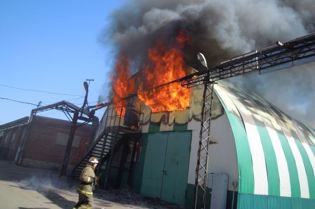 Здание горело на площади 525 кв. метров.