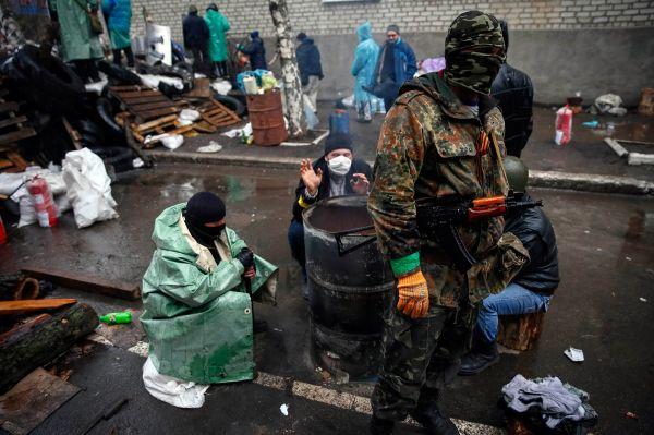 Позднее в Славянск прибыли наблюдатели ОБСЕ.