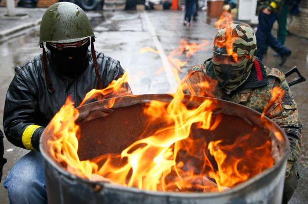Совет национальной безопасности и обороны Украины принял решение о начале широкомасштабной операции с привлечением вооружённых сил Украины на юго-востоке страны.