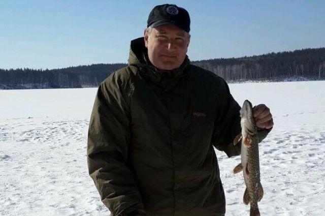 Дмитрий Рогозин порыбачил на челябинских озерах и пошутил про Юревича