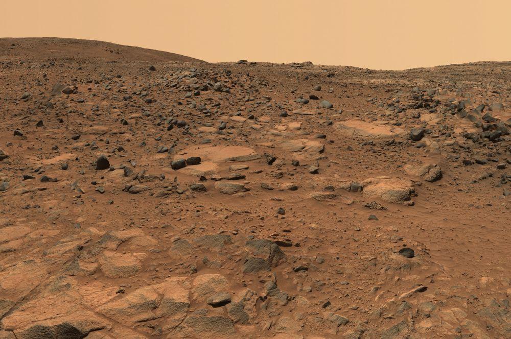 Холм Хасбанда внутри кратера Гусева на Марсе. Назван в честь погибшего командира шаттла «Колумбия» Рика Хасбанда. Снимок камеры аппарата «Спирит».