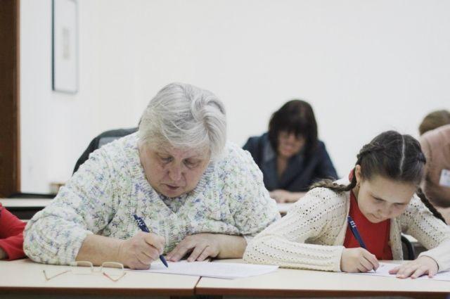 В Челябинске модно быть грамотным. Жители справились с Тотальным диктантом