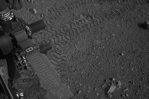 Одна из первых фотографий «Куриосити» после посадки на Марс. Август 2012 года.