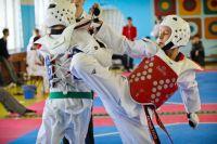 На спортсменах специальные шлемы и защитные жилеты