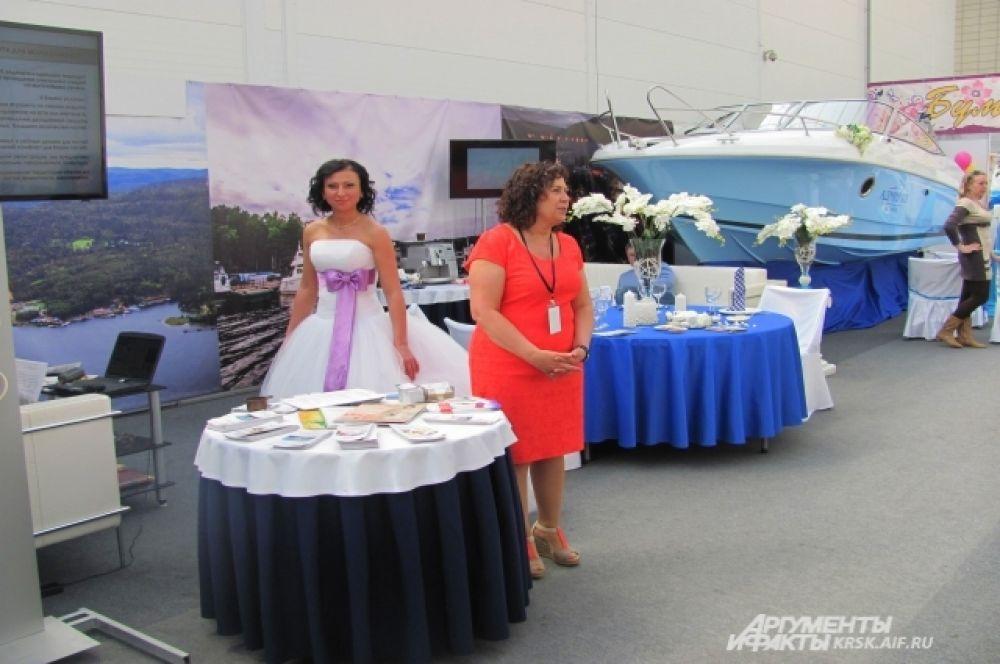 На свадебной выставке демонстрировали не только оформлени для свадьбы, но и наряды для невесты.