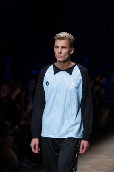 По словам дизайнера, образцы футболок 1984-го и 1944-го не сохранились, поэтому их делали по фотографиям.