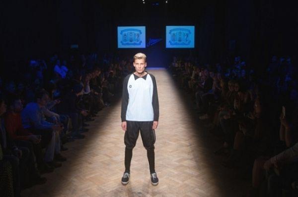 Показ коллекции, созданной дизайнером Артемом Шумовым, состоялся в рамках Международной недели моды Aurora Fashion Week