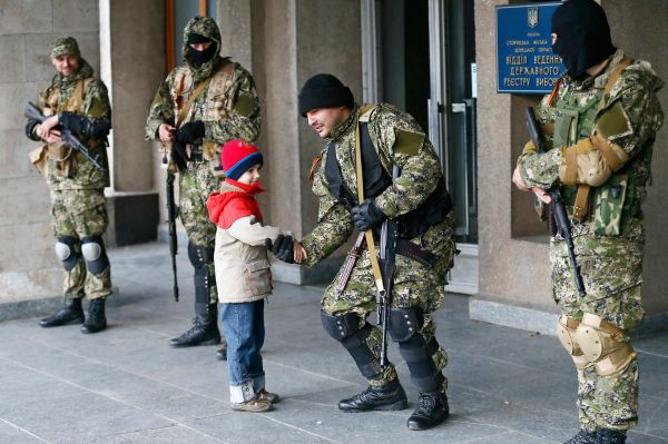 В телефонном разговоре президент РФ Владимир Путин призвал своего американского коллегу Барака Обаму использовать все имеющиеся у США возможности, чтобы не допустить кровопролития на Украине.