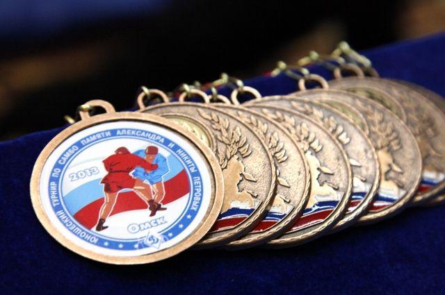 Юные самбисты посоревнуются за медали турнира памяти Петровых.