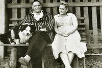 Василий Иванович на пенсии на даче в Абрамцеве с дочерью Азой.