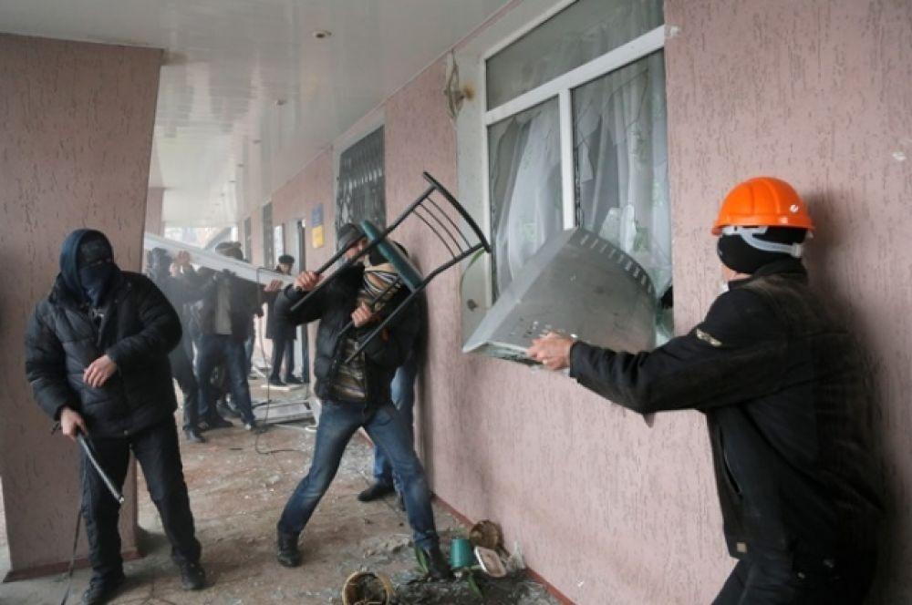 В Горловке пророссийские активисты штурмовали МВД