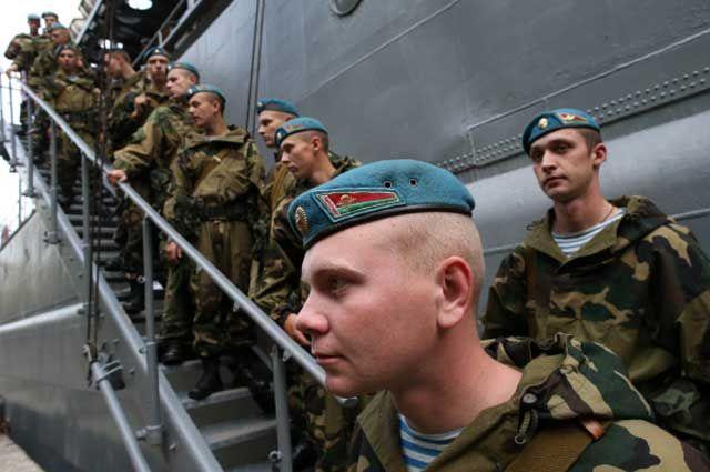 Белорусские десантники прибыли для участия в совместных стратегических учениях вооружённых сил России и Белоруссии.