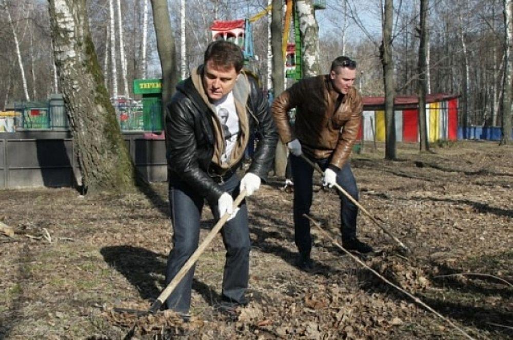 Владимир Груздев тоже принял участие в субботнике.
